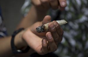 Den som köper narkotika för att roa sig är också motorn i gängkriminaliteten.
