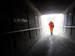 Snälla kommunen, ordna belysningen i tunneln under E4 vid Bredsands skola, vädjar HT Nilsson. (Bilden är från en annan tunnel.) Arkivbild: Gorm Kallesta/TT