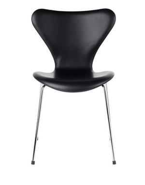Sjuan designad av Arne Jacobsen för Fritz Hansen. 11745 kronor på Nordiska galleriet.
