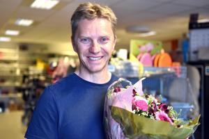 Henrik Lindh blev uppvaktad av den lokala företagarföreningen.
