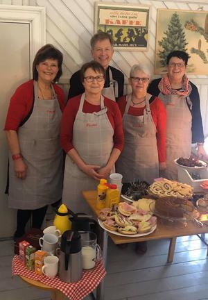 Härligt julmarknadsfika med gröt, skinka och kakor såklart. I år satt gästerna på läktaren.