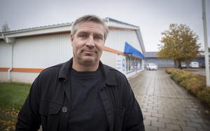 Lars Isacsson tycker det skulle vara en bra idé att flytta ut förvaltningar till andra kommundelar än de centrala.
