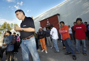 2009 strejkade thailändska bärplockare i Luleå mot bristen på inkomster på grund av bärbrist. Sedan dess har bärplockares arbetsvillkor förbättrats, bland annat har de rätt till kollektivavtal med garantilön. Foto: Jens Bäckström / SCANPIX