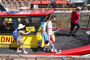 Jakob Vidarsson med dottern Hanna Karlsson gick ombord på båten Rescue Hans Carlsson under Sjöräddningssällskapets dag.