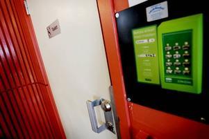 Toaletterna på centralstationen har utrustats med ett kodlås som den nödige kan öppna genom att skicka ett sms och få en svarskod. Kostnaden är samma som tidigare, det vill säga fem kronor.