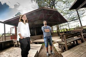 Jenny och Johan Gille driver Lerbäcks teater. Foto: Håkan Risberg