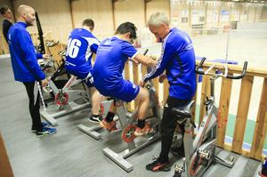 En del av deltagarna valde att träna lite lättare när man samlats i Höghammarhallen.