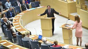 Stefan Löfven (S) och Annie Lööf (C) under onsdagens partiledardebatt i riksdagen. Foto:  Claudio Bresciani/TT
