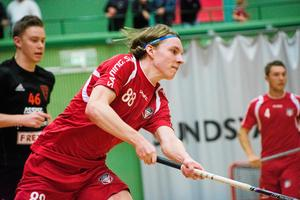 Måns Höglin har gjort en start säsong i sitt allsvenska bottenlag Granlo BK. Nu är han akutell för storklubben IBF Falun.