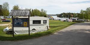 Farstanäs camping ligger vackert vid vattnet och nära motorvägen. Förutsättningar för en framgångsrik verksamhet finns.