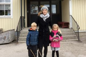 Johanna Erixon och hennes barn, Lovis och Harald, trivs på Allsta skola.