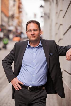 Mikael Ek, vd i Svenska Stadsnätsföreningen. Han varnar för att kommuner med dålig bredbandsutbyggnad hamnar i utanförskap.