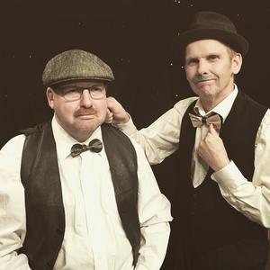 Redaktör Wilkes spelad av Magnus Jonsson och kommissarie Lesterade spelad av Anders Wirén. Foto: Lena Anderson