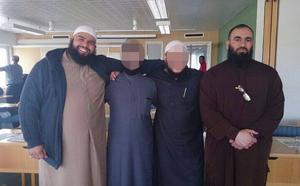 Även Ali Al Ganas, som Gefle Dagblad rapporterat om, syns på bilder med Abdel Nasser ElNadi.
