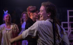 När föreställningen var slut bjöd Anna Stickler på ett stort leende.