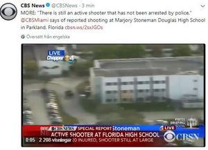 Skärmklipp från CBS News på Twitter där man berättar att en beväpnad person fortfarande finns kvar i skolan.