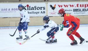 Johan Törnberg satte fart och Edsbyn höll Röa skären bakom sig i den sista gruppspelsmatchen.