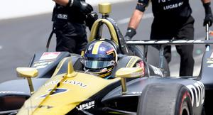 """Marcus Ericsson bakom sin """"advanced frontal protection"""", det lilla huvudskyddet som infördes i Indycar för två veckor sedan. Från och med nästa år kommer förarna sitta inkapslade bakom en vindruta."""