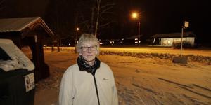 Anita Nordén vill ha en ordentlig busskur för resenärerna vid OKQ8 i Hede.