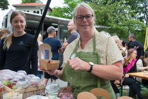 Besökare kunde smörja kråset med pannkakor hos Sara Flodén.