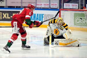 John Persson lyfter in 2–0 i början av den andra perioden.Foto: Simon Hastegård/Bildbyrån