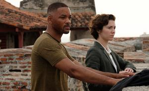 Will Smith och Mary Elizabeth Winstead kämpar på i