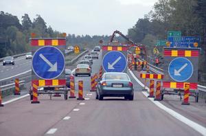 Sommaren är högsäsong både för semesterresor med bil och Trafikverkets vägarbeten. Då krävs extra mycket hänsyn och uppmärksamhet från bilföraren.Bild: Fredrik Sandberg/Scanpix