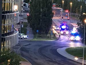Strax efter halv tolv inträffade en singelolycka på Universitetsallén. Foto: Privat