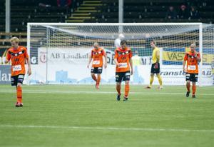 Överkörda. VSK Fotboll hade inte mycket att sätta emot Brage på Domnarvsvallen i lördags. Borlängelaget vann enkelt med 2–0 och även om det stundtals var jämnt spelmässigt så lyckades VSK aldrig hota tillräckligt för att skapa några riktigt heta målchanser. FOTO: PER GROTH