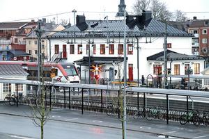 Tåg ska prioriteras före buss när en sträcka trafikeras av både buss och tåg.