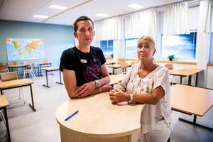 Lärarförbundets skyddsombud Lars Wallin och Marie Leuf som är lärare och representant för Lärarnas riksförbund.