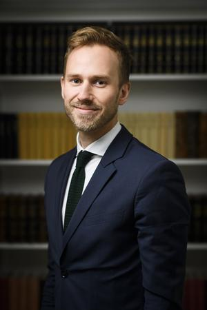 Foto: Centrum för rättvisa. Juristen Johannes Forssberg tycker att Migrationsverket agerar absurt och godtyckligt. Han överklagar nu beslutet om Ali Omumi.