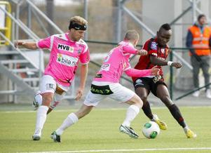 ÖFK:s Sam Mensah i vårens möte med Landskrona, som slutade 2–2.