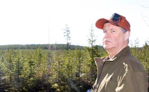 Karl Sundblom bor i Östansjö och bävar inför att bli granne med vindkraftverk. Foto: Bengt Silén/Arkiv