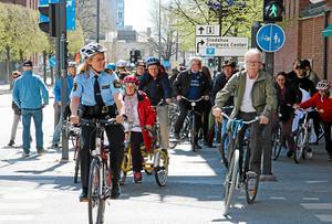 Förra årets cykelparad efter starten vid Aseatorget. I år stryks paraden från programmet när Cykelns dag slås i hop med Barnfestivalen.