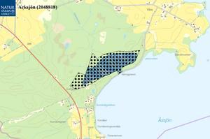 Acksjön är beläget på Rödöns yttersta del nära Storsjöns strand,cirka 3,5 kilometer ostsydost om Rödöns kyrka och 10 kilometernordväst om Östersund. Större delen av området utgörs av resternaav en torrlagd sjö, Acksjön, som sänktes på 1600-talet, skriver Länsstyrelsen i sitt beslut.  Foto:  Naturvårdsverket, Lantmäteriet, Geodatasamverkan