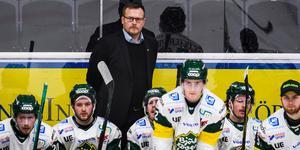 Joakim Fagervall har tagit ut målvakten som vaktar kassen i träningsmatchen mot Timrå på fredagen. Bild: Simon Hastegård/Bildbyrån.