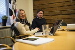 Sara Nilsson och Peter Nyh vid GIF Sundsvalls marknadsavdelning.