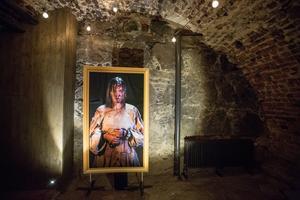 Med hjälp av modern AR-teknik får karaktärer på porträtt liv på Örebro slott under