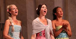 Divine Opera uppträder i rollerna av Signe Hebbe, Jenny Lind och Christina Nilsson. Bild: Pål Stålnacke