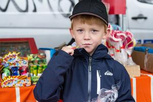 Rasmus Karlsson besökte marknaden med mormor och morfar.  Han var särskilt förtjust i godiset – och virvelvinden.