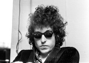 Med valet av rockpoeten Bob Dylan som Nobelpristagare i litteratur vidgades litteraturbegreppet,. Vad det ett utslag för den moderna litteraturens önskan att inte vara litteratur?Foto: Olle Lindeborg / TT