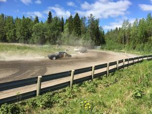 Arrangör av tävlingshelgen är Jämtlands Motorklubb. Vissa förare har kört 130 mil för att ta sig till tävlingaran, berättar Micael Nilsson.
