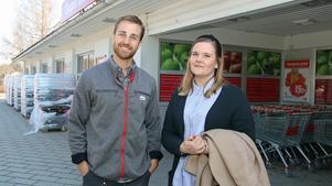 Oscar Wallén, Ica-handlare i Virsbo, uppskattade att få besök av Therese Kihlander som är Sura kommuns nya näringslivsstrateg.