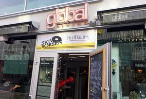 Global Living på Smedjegatan 13 har många, trogna kafégäster. Foto: Lunchkollen