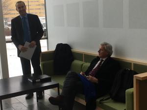 Advokat Lars Hag, till vänster, och konkursförvaltaren i MJP Bygg, Rolf Hansen, vill ha 100 miljoner av Arosmotet.