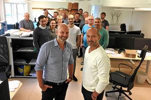 Timråsönerna Lars och Kenth Eklund driver företaget Sunds Fibertech med ett 20-tal anställda. Nu har företaget fått sin största order någonsin med en reningsanläggning till en fabrik i Malaysia. Bild: Tommy Lindberg.