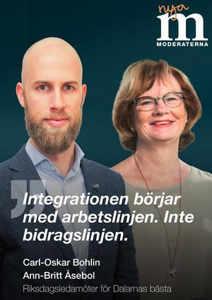 Moderaterna. Integration, arbete och bidrag lyfter dalariksdagskandidaterna Carl-Oskar Bohlin och Ann-Britt Åsebol  fram på sin affisch.  Foto: Moderaterna
