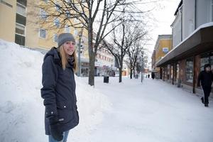Det första vi ska göra är att ta bort lindarna på gågatan. Troligen ersätts de med en form av pelarbärapel, berättar kommunens landskapsarkitekt Kajsa Holmqvist.