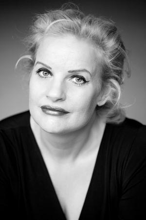 Christine Falkenland lyckas inte med den allvetande berättarrösten, menar vår kritiker. Bild: Kristin Lidell